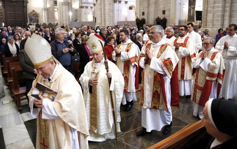 """El cardenal Cañizares, con la misma ilusión """"o más"""" que hace 25 años Preside en la Seo una misa por sus bodas de plata episcopales"""