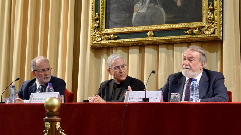 """Mayor Oreja desvela las """"cinco grandes mentiras que fluyen en las sociedades líquidas"""" En la última sesión de Diálogos de Teología Almudí 2017"""