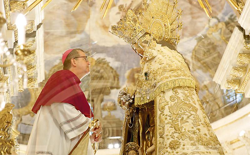 """Mons. Santiago de Wit, ya nuevo obispo valenciano, agradece la fe de su madre: """"la mejor creyente"""" Tres cardenales y veinte obispos, en la ordenación episcopal del Nuncio en Centroáfrica"""