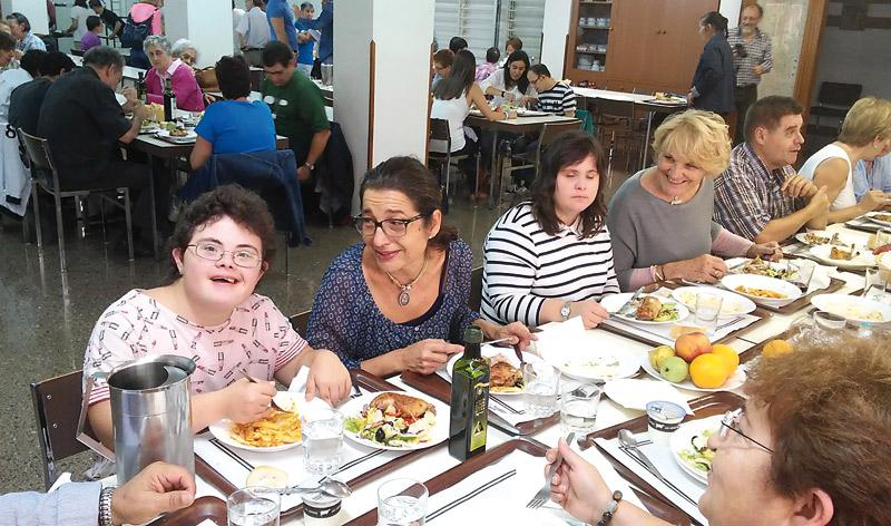 30 años con las personas  discapacitadas y sus familias El movimiento 'Fe y Luz', formado por personas con discapacidad mental, sus familias y amigos, cumple este año su 30 aniversario de presencia en Valencia