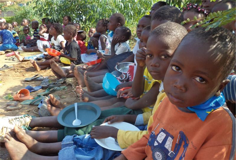 Rumbo a Mozambique Coordinados por Misiones Valencia, siete jóvenes junto con un sacerdote  ayudarán este verano en labores de aprendizaje en la diócesis de Xai Xai