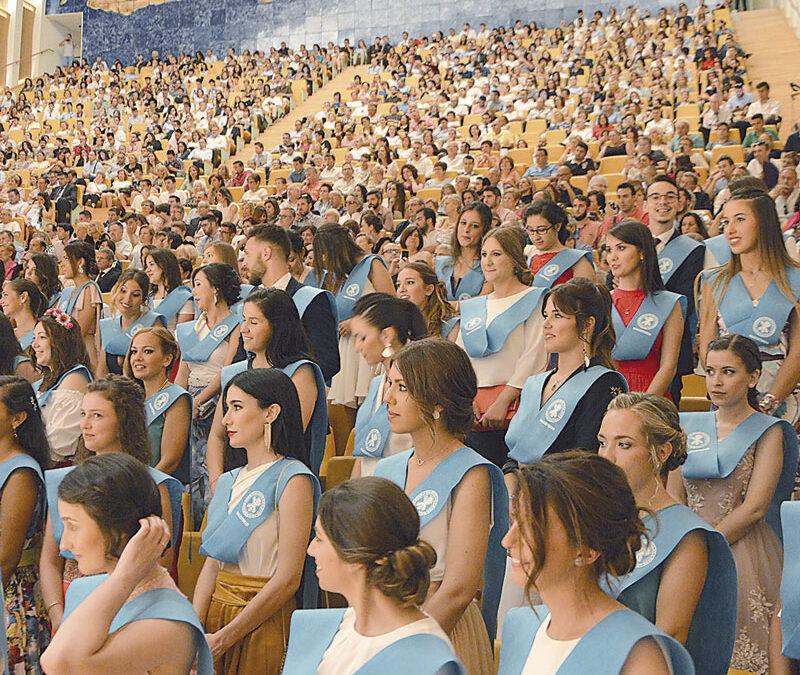 """Cardenal Cañizares: """"Dad al mundo un sabor distinto al egoísmo, la violencia y el rechazo"""" La comunidad universitaria de la UCV celebra la graduación académica de más de 1.500 estudiantes"""