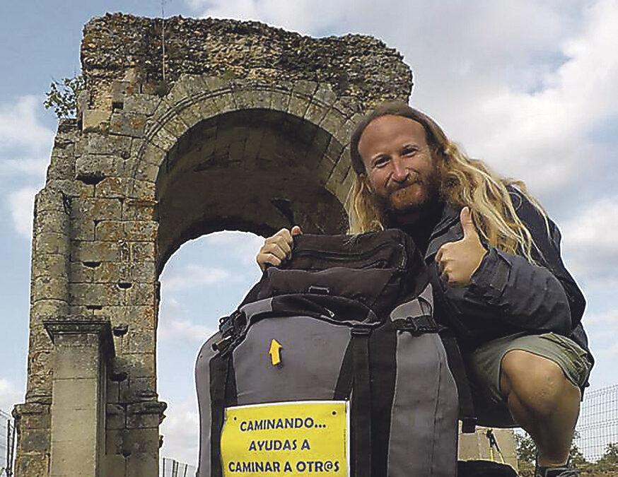 Un valenciano difunde a pie, de Cádiz a Santiago de Compostela,  la campaña de Manos Unidas Rubén Arnal es voluntario de Manos Unidas en Valencia