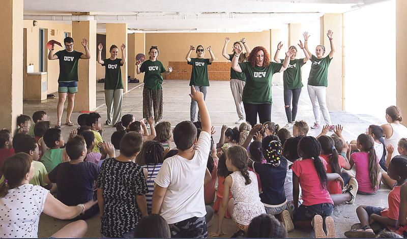 La sorpresa del 'verano diferente' para niños de familias necesitadas en la diócesis de Valencia Ocho colegios diocesanos los atienden y alimentan en vacaciones a petición del Arzobispo