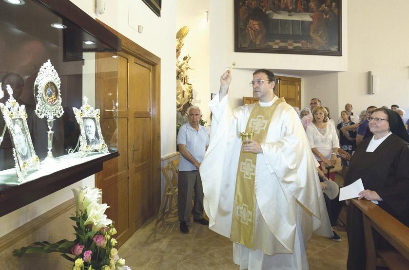 Reencuentro ante el milagro que la salvó Ya reposan en Serra las reliquias de los padres de Santa Teresita de Lisieux