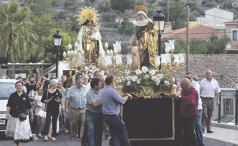 Inolvidable visita de la imagen de la Virgen a  Benigembla, Murla y Castell de Castells Los vecinos de los pueblos alicantinos reciben con las calles adornadas y emocionados a la Mare de Déu