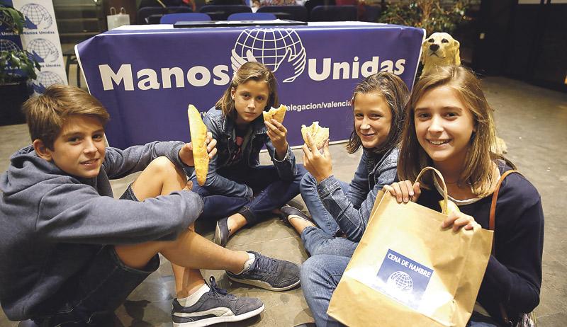 La cena del hambre de la ONCE recauda 1.700 € para Manos Unidas Valencia Irán a un proyecto para ayudar a niños discapacitados en India
