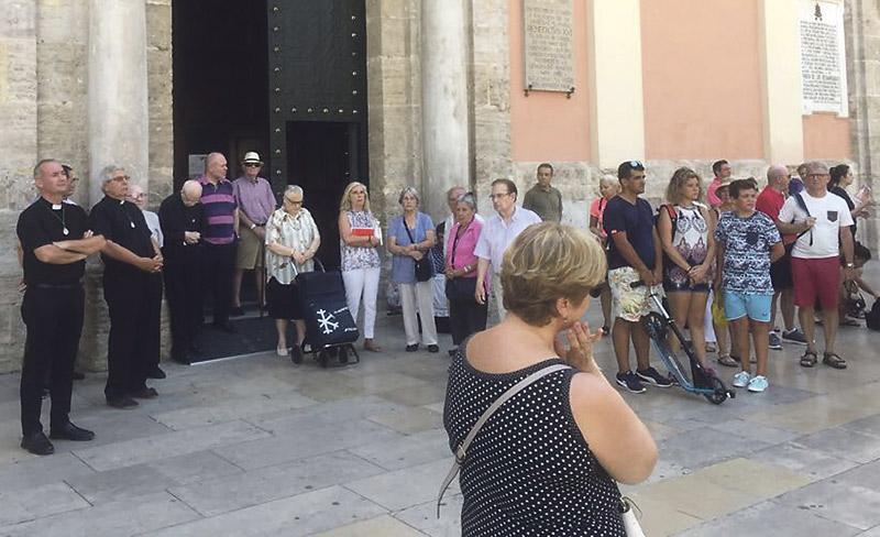 La diócesis de Valencia sigue rezando por las víctimas de la matanza yihadista en Cataluña Desde los atentados, se sucedieron misas en laCatedral y en la Basílica y oraciones en las parroquias