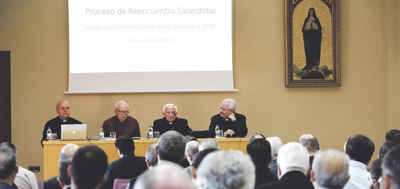 """De parroquias """"de mantenimiento"""" a  parroquias evangelizadoras y misioneras El Arzobispo convoca a todos los sacerdotes a un """"proceso de reencuentro"""" y en un año a una Asamblea"""