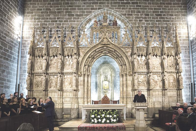 La Capilla del Santo Cáliz estrena iluminación, con un ahorro de consumo eléctrico y de emisiones de CO2 El Cardenal resalta en su inauguración la importancia de la luz como sinónimo de vida