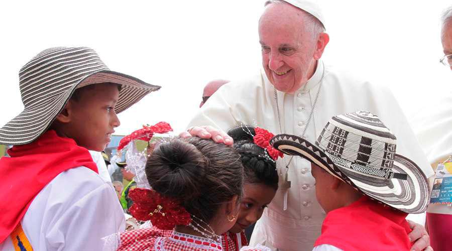 """El Papa pide """"huir de toda  tentación de venganza para alcanzar la paz"""" Durante su viaje a Colombia"""