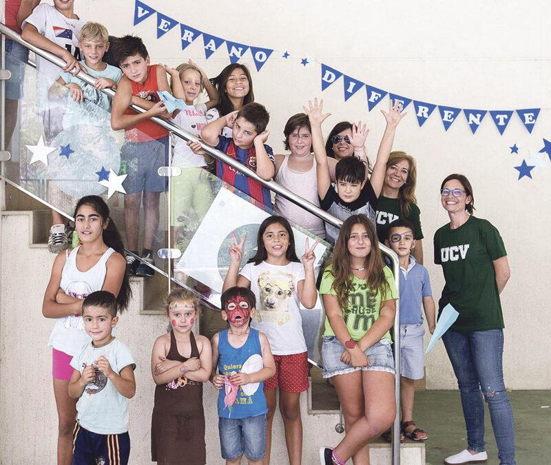 El proyecto 'Un verano diferente' reparte  amigos, valores y 20.000 comidas en vacaciones Siete Colegios Diocesanos con alumnos en riesgo de exclusión han permanecido abiertos del 10 de julio al 11 de agosto para atender a los niños con la ayuda de cerca de 400 voluntarios
