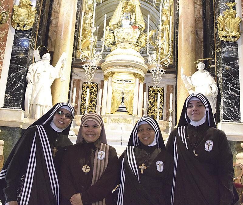 Una nueva comunidad femenina de vida contemplativa se une a la ayuda a los 'sin techo' en Valencia Las misioneras eucarísticas 'Voz de los Pobres' abren en nuestra díócesis su primera casa en España