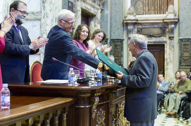 """""""Es una alegría que se acuerden de este valenciano que está trabajando por el mundo"""" El misionero en Mozambique Vicente Berenguer, nombrado Hijo Adoptivo por el Ayuntamiento de Valencia"""