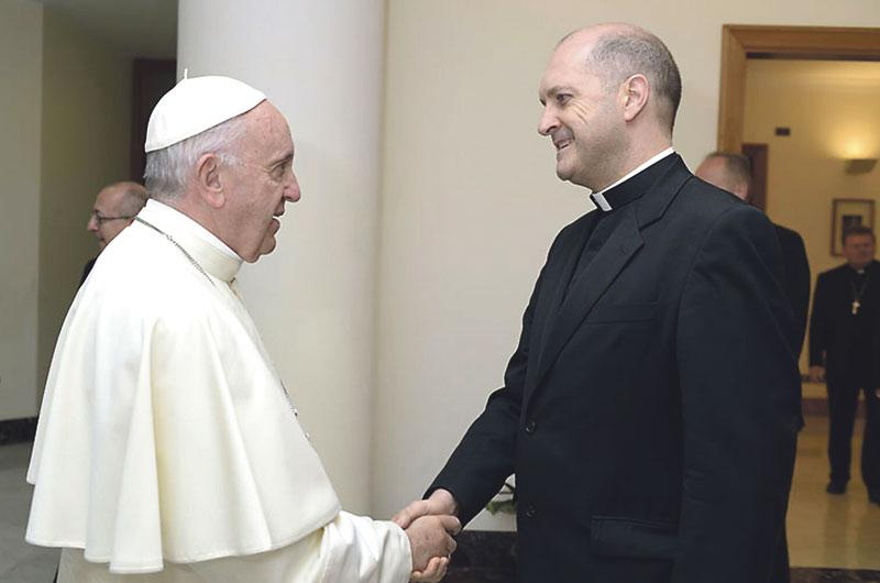 """""""Ayudamos al Papa en la búsqueda de la  verdad sobre los posibles santos"""" Entrevista José J. Brosel, nuevo relator de la Congregación de las causas de los santos"""
