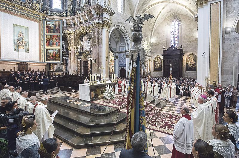 """""""Con mucho, lo más  importante de nuestra  historia: la fe cristiana"""" El 'Te Deum' presidido por el Cardenal llena la Catedral en el día de la conquista de Valencia"""