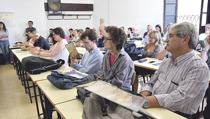 Aprender la lengua de Jesús o la del Egipto de los faraones, en Valencia La Academia Valentina para el Estudio de Lenguas Bíblicas empieza el curso