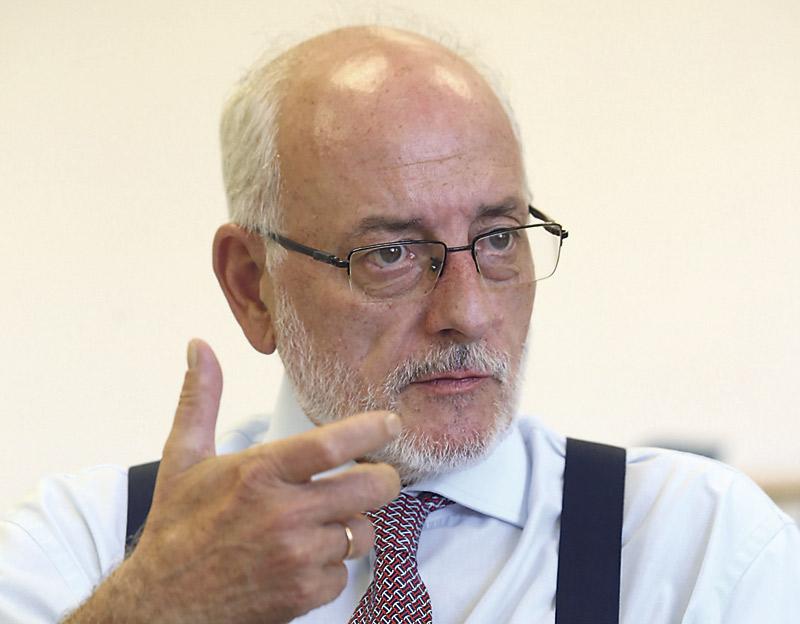"""""""Hay quienes siguen obsesionados con que la escuela sea un instrumento del poder"""" El abogado Benigno Blanco, ofrece una conferencia en el Colegio Sagrada Familia de Valencia"""
