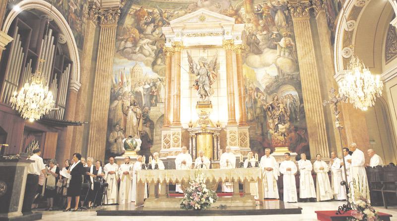 Santo Ángel Custodio, 75 años en el Ensanche La parroquia nació en un local humilde a orillas del antiguo cauce del río Turia