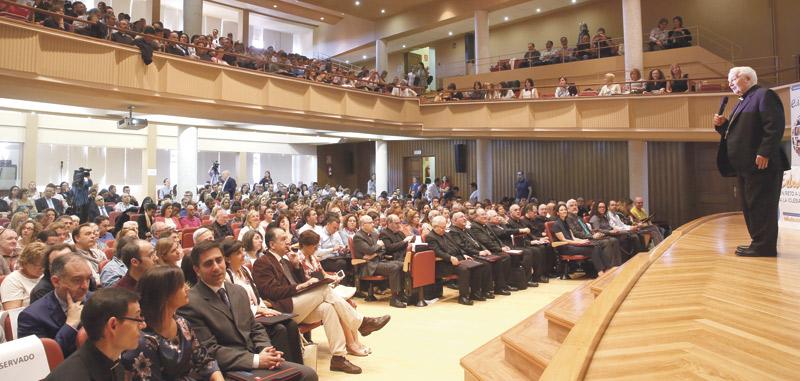 """""""Evangelizar no es adoctrinar, es hacer personas libres"""" El Cardenal clausura el I Congreso Interdiocesano de Educación"""