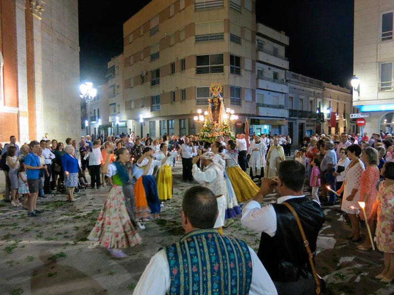 Turís celebra la Mare de Déu dels Dolors Gloriosos Con procesión y bailes por el pueblo