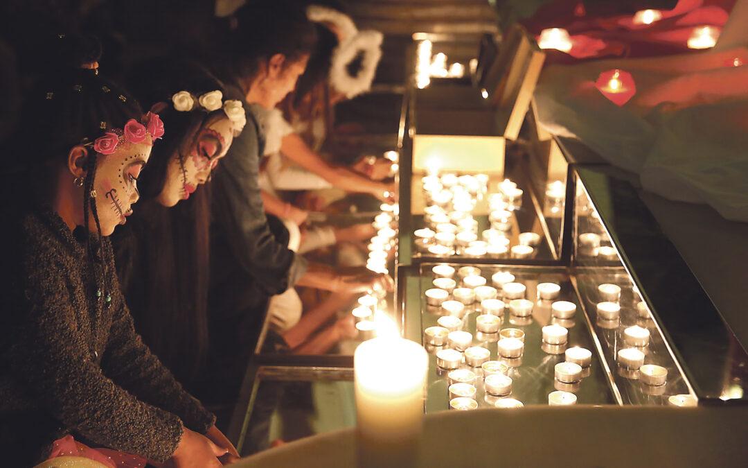 Evangelizando a pie de calle La iglesia de Santa Catalina de Valencia abre la noche del 31 de octubre para un 'Nightfever' de oración, canto y diálogo