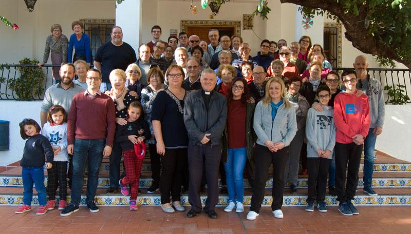 Confraternización las hermandades de la Stma. Cruz y la Santa Faz de Gandia Celebraron una comida de hermandad benéfica