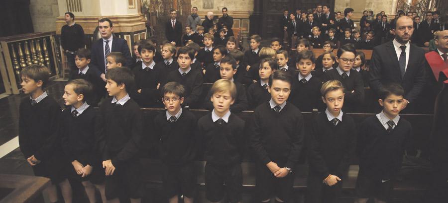 """Mons. Escudero, a El Vedat: """"Que cuando  salgan del aula tengan claro dónde vivir la fe"""" El colegio de Fomento celebra una misa de acción de gracias por su 50 aniversario"""