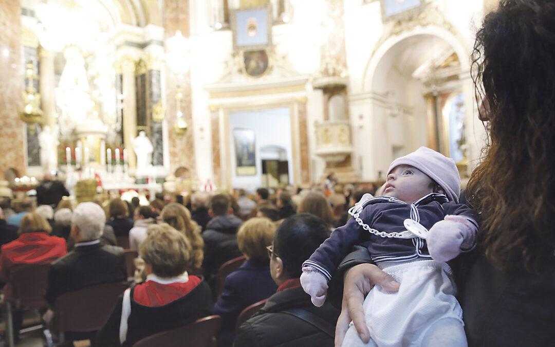 En memoria de los santos inocentes de hace dos mil años y de las víctimas de la violencia de hoy En la Basílica de la Virgen, en una misa organizada por 'Valencia, sí a la vida'