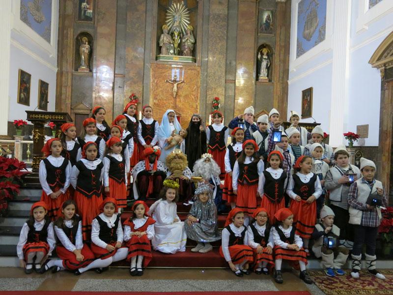 Los niños de Turis representan el auto sacramental de los Reyes Magos Finalizó con el canto de villancicos