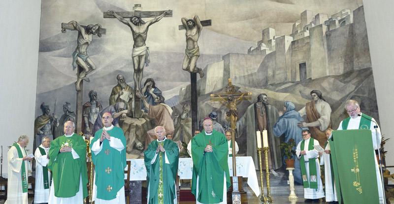 """El Cardenal y sus obispos auxiliares inician la visita pastoral a la Fuensanta, la Luz y Mislata """"Venimos a ofreceros lo que todos necesitamos: reavivar la fe"""", anuncia el Arzobispo"""