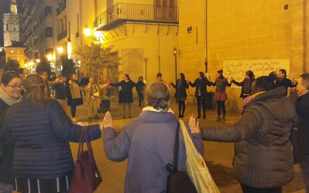 """""""¿Podéis imaginar su dolor?"""" Una vigilia de oración en Valencia por las víctimas de la trata de personas ofrece dramáticos testimonios y recuerda que, actualmente, en todos los países hay mujeres y niños que han sido raptados y esclavizados"""