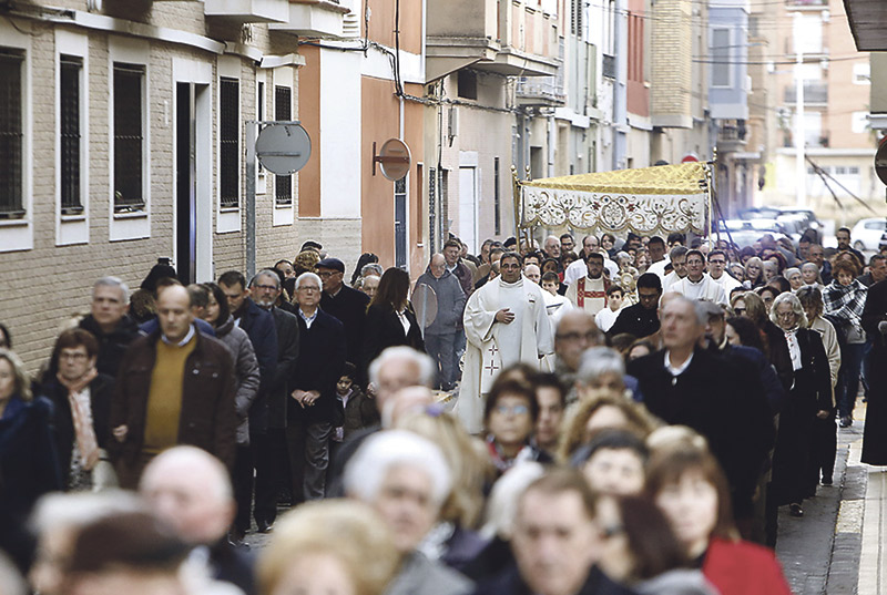"""Catarroja ya acoge a Dios """"en el silencio y en la  intimidad"""" de la adoración eucarística perpetua El cardenal Cañizares inaugura la cuarta capilla de la diócesis valentina que abre las 24 horas los 365 días del año"""