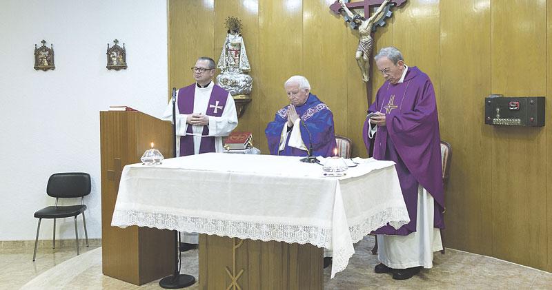 """Hermandades del Trabajo conmemora con una misa y una exposición sus 70 años El Cardenal les anima """"a no estar ausentes en la realidad del mundo del trabajo"""""""