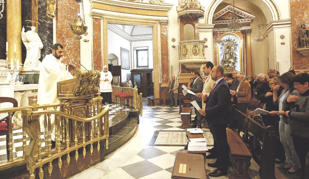 Un sacerdote irakí oficia la primera misa en árabe en la Basílica Agradece al Arzobispo la acogida a refugiados