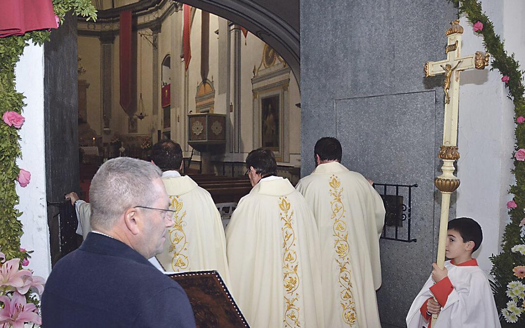 Llíria comienza el Año Jubilar Vicentino con la apertura de la puerta santa de la ermita En el lugar donde sucedió el milagro de la fuente