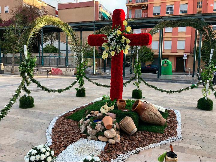 Este año #CreusDeMaigEnCasa La festividad de la Santa Cruz se celebrará con  floridos y coloridos monumentos artesanales en cada uno de los hogares de los valencianos