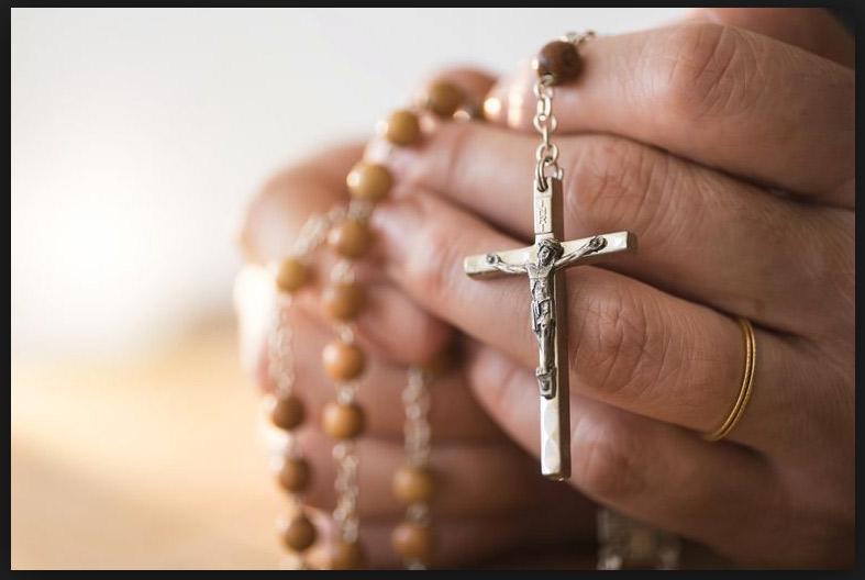 La fuerza de la  oración En la diócesis de Valencia hay una treintena de grupos de oración que ayudan a propiciar ese encuentro con Dios
