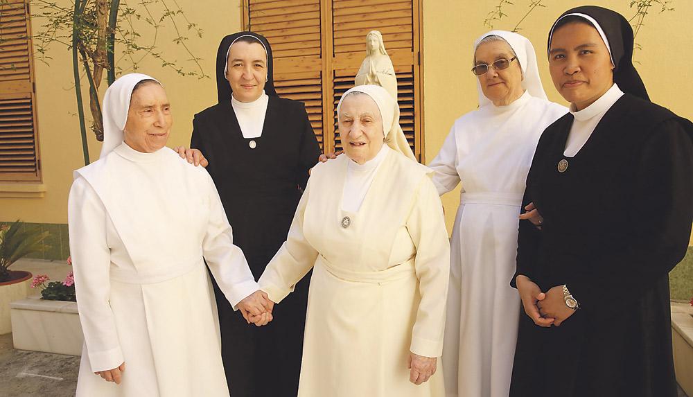 """Tiene 96 años y cumple 75 de entrega a los  enfermos como Sierva de Jesús """"muy feliz"""" Bodas de diamante de sor Ángeles Arancón, y de la propia congregación en Valencia"""