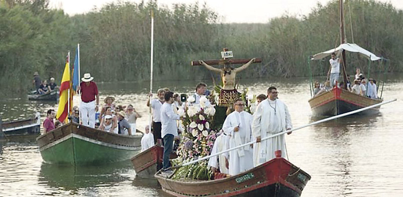 La Albufera, preparada para el encuentro de imágenes de Cristo crucificado en el lago El 7 de julio, a las 10:30 h., con centenares de devotos en barcas