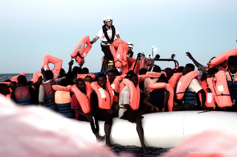 El Arzobispo organiza todos los recursos de la Iglesia en Valencia para la llegada de los inmigrantes a bordo del Aquarius En 2017 la diócesis atendió a 25.000  personas migrantes y refugiadas