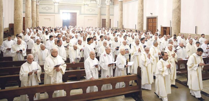 """""""Debemos hacer de la Iglesia un lugar de acogida, especialmente con los alejados"""" El Cardenal preside la fiesta de Jesucristo Sumo y Eterno Sacerdote en Moncada"""