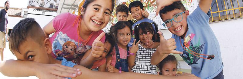 #unveranodiferente vuelve a abrir las aulas en vacaciones Colegios de la diócesis de Valencia abren sus puertas para atender en verano a alumnos y a hijos de familias sin recursos de los barrios donde están ubicados. Unos 300 niños disfrutarán de esta iniciativa hasta el próximo 3 de agosto.