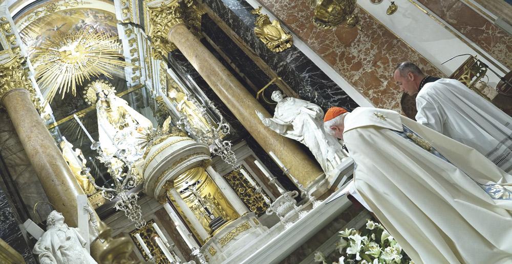 """La diócesis, consagrada al Inmaculado Corazón de María para """"la reconciliación y la unidad"""" Por el Cardenal, en la Basílica de la Virgen al llegar al frente de la peregrinación diocesana a Fátima"""