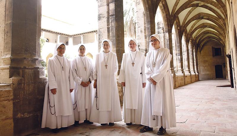 Las Siervas del Hogar de la Madre vuelven a llenar de vida el monasterio de la Trinidad Desde abril habitan el histórico edificio del siglo XV junto al antiguo cauce del Turia