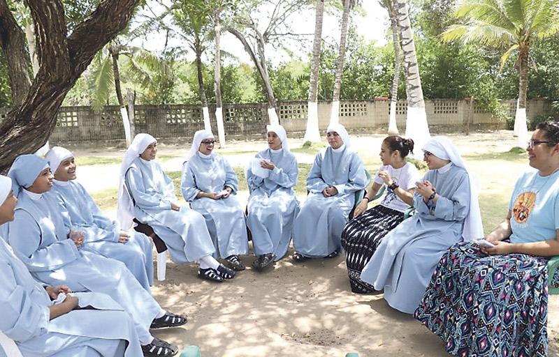 Una nueva congregación de vida contemplativa llega a la diócesis Las Hijas de la Sagrada Familia, abren, además, una Capilla de Adoración Perpetua en Agullent