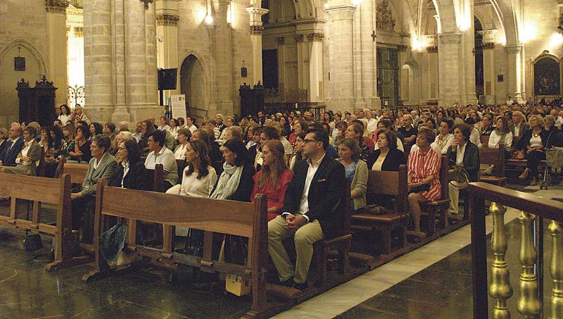 La Institución Teresiana abre con una misa en la Seo el 50 aniversario del colegio El Armelar Presidida por el Arzobispo con la Catedral llena de padres, alumnos y profesores