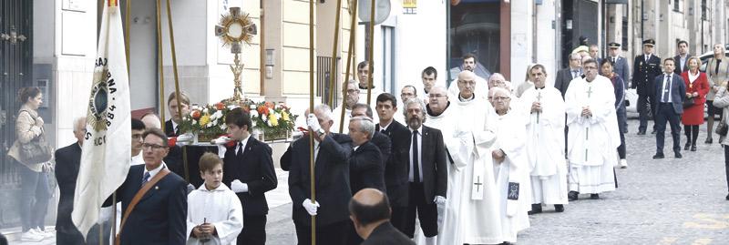 """Un """"don auténtico de Dios"""" abre  24 horas, todos los días, en Alcoy El Cardenal inaugura la capilla de Adoración Eucarística perpetua en el monasterio del Santo Sepulcro tras una solemne procesión"""