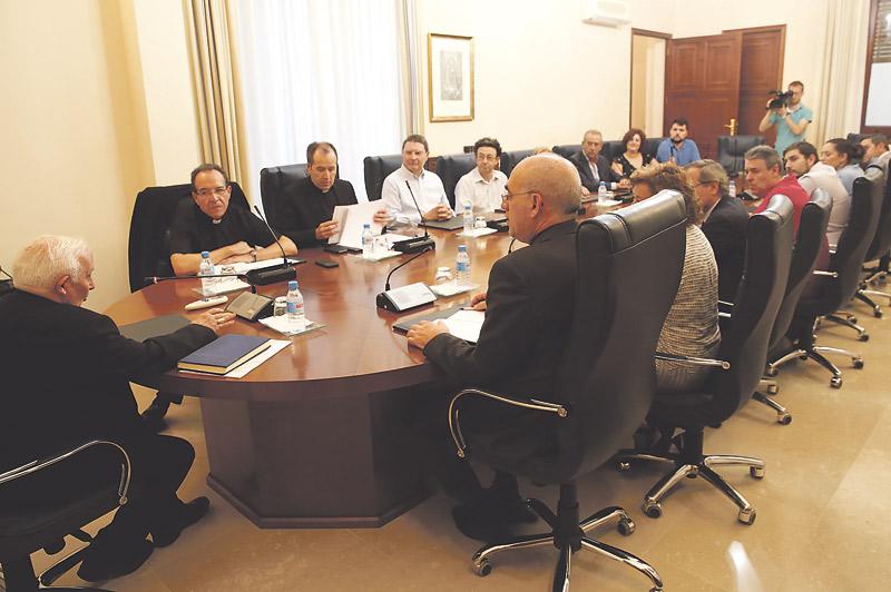 """El Arzobispo constituye el nuevo Consejo Diocesano de Laicos Les exhorta a ser """"agentes primordiales en la evangelización"""""""