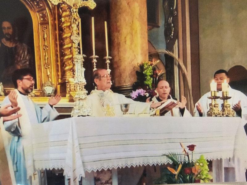 50 aniversario sacerdotal de la parroquia San Miguel Arcángel de Catarroja Estuvo arropado por los feligreses y vecinos de la localidad